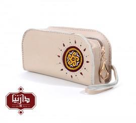 کیف آرایش چرم طبیعی کرم با سوزندوزی ترکمن