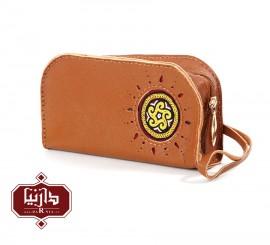 کیف آرایش چرم طبیعی عسلی با سوزندوزی ترکمن