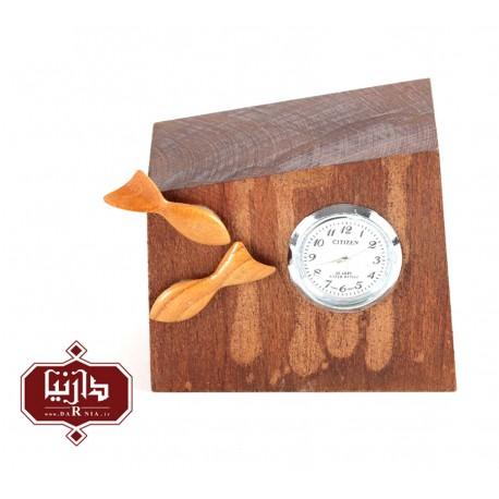 ساعت چوبی گالری سکوت طرح دوماهی2